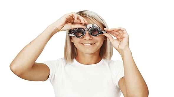 optometria-ragazza-occhiali-salus-vita
